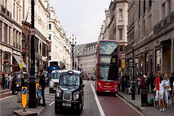 سائقة أتوبيس مصرية فى لندن: لا يوجد فارق بين الرجل والمرأة فى العمل