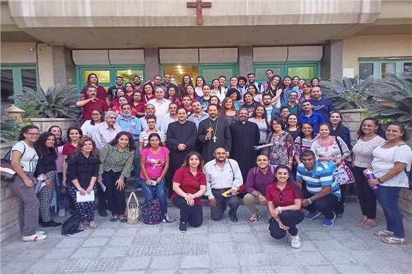 الأنبا باخوم يشارك في فعاليات اليوم التكويني لخدام التربية الدينية بالإيبارشية البطريركية