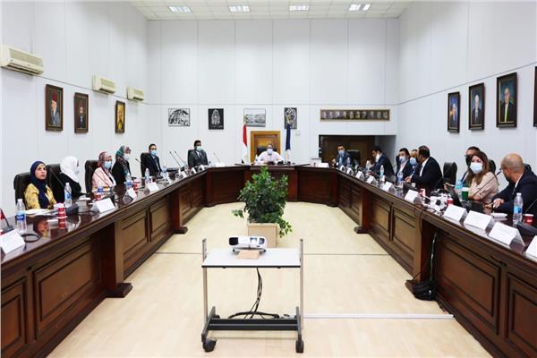 اجتماع مطول بين العناني و وزيري بسبب المتحف المصري الكبير