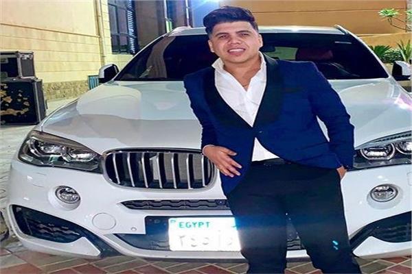 """عمر كمال بجوار سيارته الـ """"أكس6"""""""