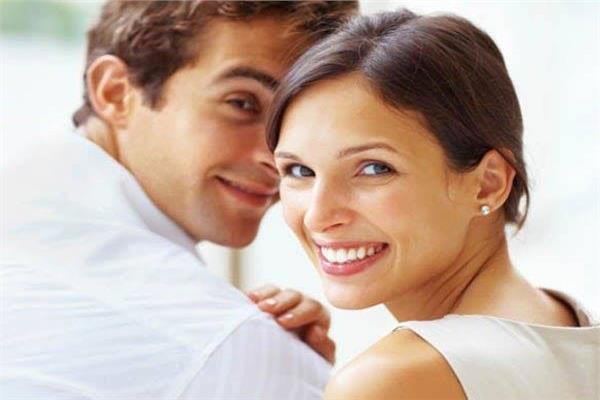 للسيدات .. 5 علامات تدل على إخلاص زوجك لكي