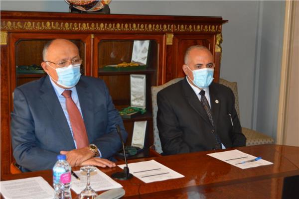 وزير الخارجية والري يشاركان في الاجتماع السداسي لسد النهضة