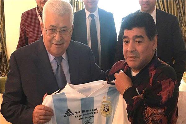 ديجو مارادونا ومحمود عباس