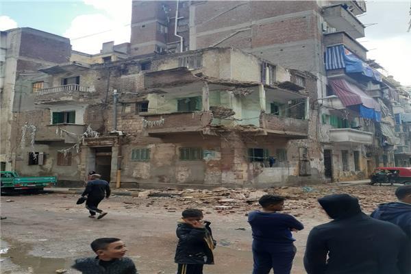 انهيار جزئي بعقار بمنطقة الورديان في الإسكندرية