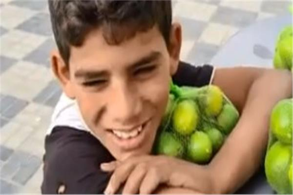 ضبط طفل متسول يزعم وفاة والديه لاستعطاف المواطنين
