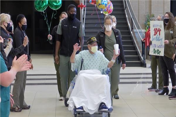 جندي شارك في الحرب العالمية الثانية ينتصر على «فيروس كورونا»