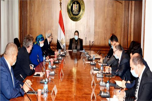 وزيرة التجارة والصناعة والسفير الياباني بالقاهرة