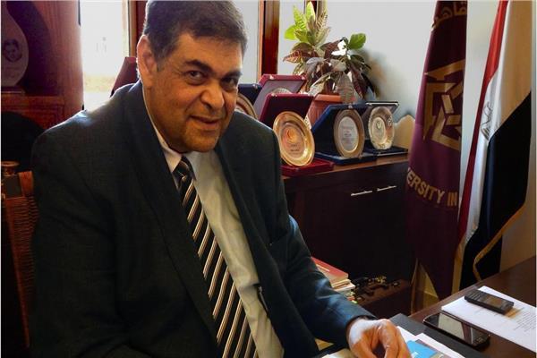 الدكتور أشرف حاتم وزير الصحة الأسبق، وعضو اللجنة العلمية بوزارة التعليم العالى
