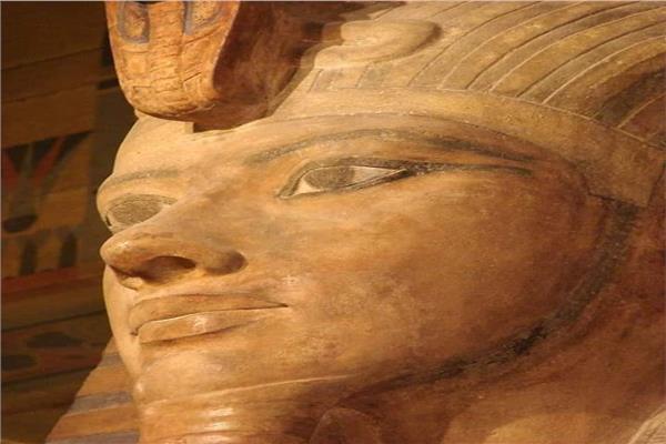 تمثال عملاق للملك «توت عنخ آمون»