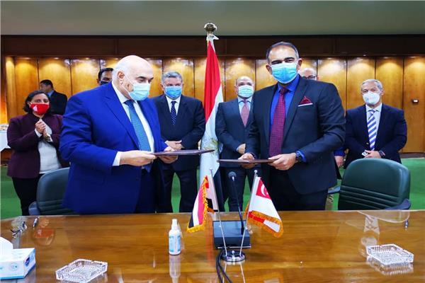 وزير قطاع الأعمال العام يشهد توقيع مذكرة تفاهم