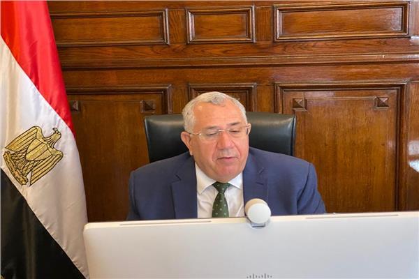 وزير الزراعة خلال الاجتماع