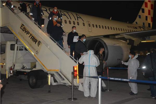 منتخب مقدونيا يصل مطار القاهرة للمشاركة في مونديال اليد