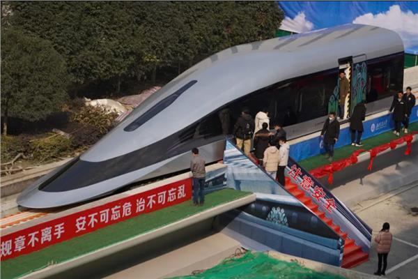 صورة الصين تكشف عن قطار مغناطيسي يحلق بسرعة طائرة نفاثة | صور