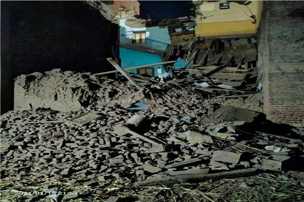 انهيار منزل مكون من 3 طوابق