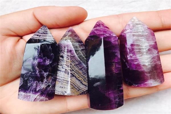 الأحجار الكريمة