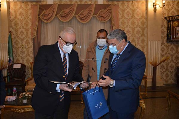 محافظ المنيا يستقبل السفير الإيطالي