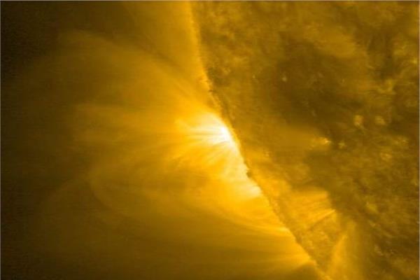 صورة الأقمار الصناعية ترصد منطقة نشطة جديدة شرق الشمس