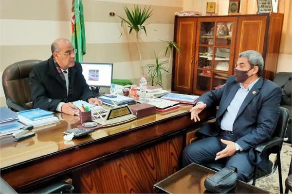 محرر البوابة مع مجدى رياض رئيس الوحده المحليه لمركز ومدينة الشهداء