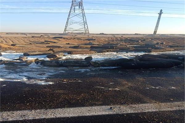 حادث أنقلاب سيارة محملة بأسطوانات الغاز