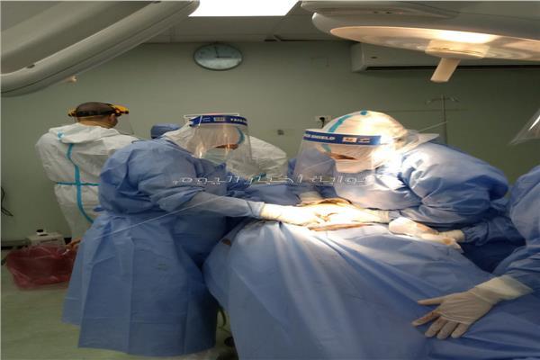 سيدة مصابة بـ كورونا تضع توأم بمستشفى العزل