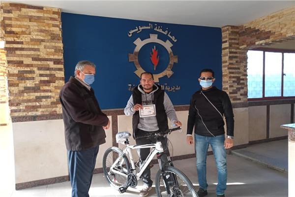 «الشباب والرياضة» تسلم الدراجات للمتقدمين بمبادرة «صحتك دراجتك»