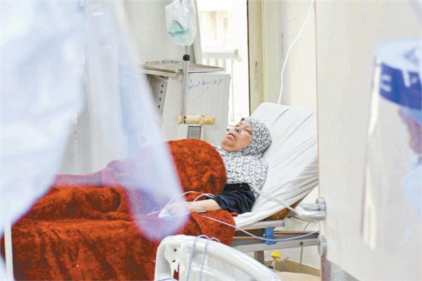 الحاجة زينب تفقد الإحساس بالزمن بسبب فيروس كورونا| تصوير: طارق إبراهيم - أحمد حسن