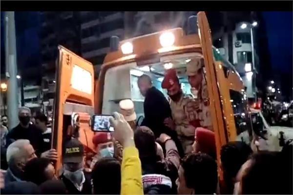 أهالي محافظة بورسعيد خلال تشييع جثمان الشهيد