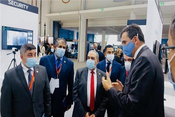 وزير الانتاج الحربي خلال المعرض