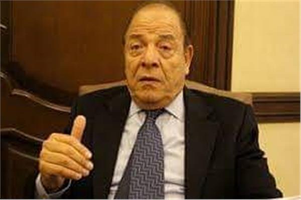 الدكتور سمير عارف
