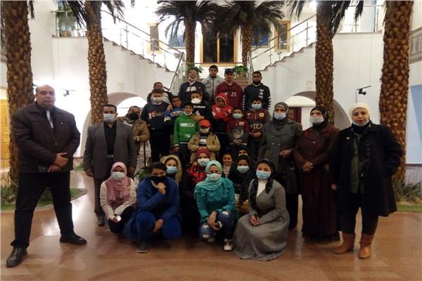 وزارة السياحة والآثار تنظم رحلة توعوية للطلاب ذوي الهمم