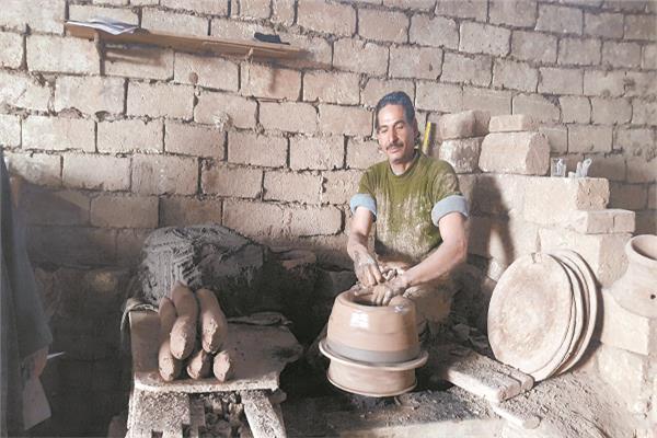 صناعة الفخار تشتهر بها قرى الفيوم