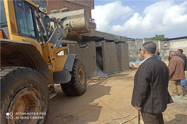 إزالة ٦٠٠ متر مباني مخالفة وتعديات على أملاك الدولة بالإسكندرية