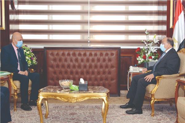وزير التنمية المحلية يستقبل المواطن إبراهيم سيد عبد الرحمن