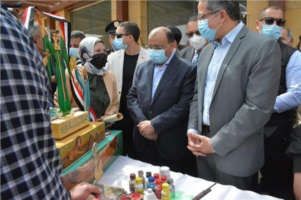 وزير التنمية المحلية ووزير الآثار خلال الزيارة