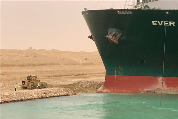 دراسة للمصريين الأحرار ترصد اسباب أزمة جنوح سفينة الحاويات بالقناة