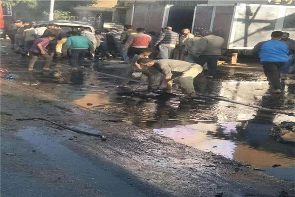 تفحم سيارة ميني باص على الطريق الدائري بأسيوط