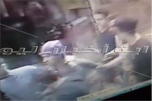 شاب يتحرش بطفلة بمدخل عقار بالزاوية الحمراء