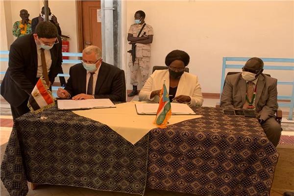وزير الزراعة خلال توقيع مذكرة التفاهم