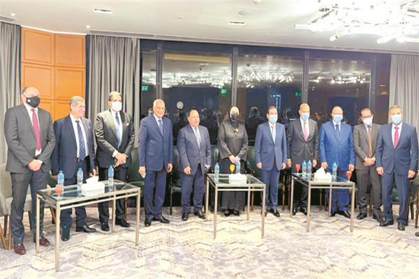 وزراء المالية والبترول والتجارة وبعض المحافظين ونائب وزير المالية خلال الاحتفالية