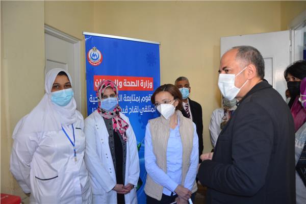 نائب محافظ الإسكندرية تتفقد كفاءة العمل بمراكز تلقي لقاح كورونا