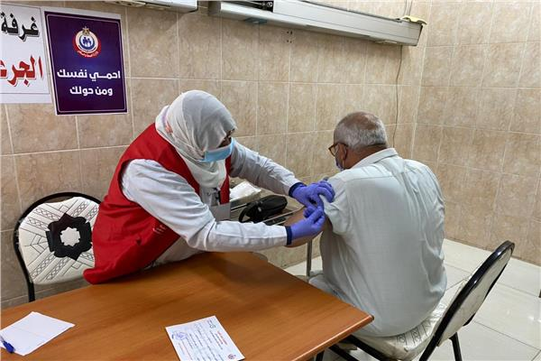استمرار تطعيم المواطنين بلقاح كورونا في ١٤ مركز طبي بالشرقية