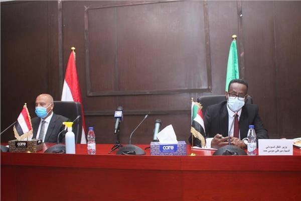 مباحثات كامل الوزير مع وزير النقل السوداني