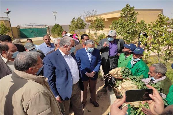 وزير الزراعة خلال جولته بالمنيا