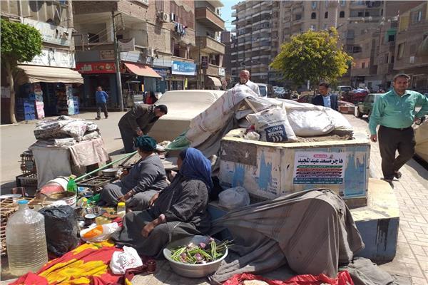جانب من إزالة خيمة الحاجة كارمة «أم اليتامى»