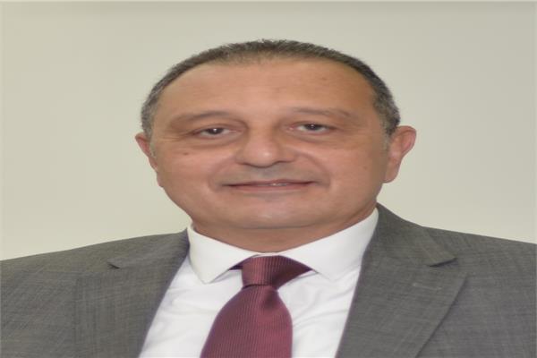 الطيار عمرو أبوالعينين رئيس مجلس إدارة الشركة القابضة