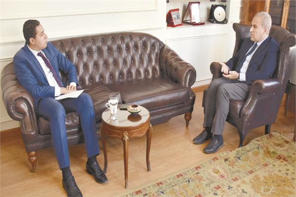 السفير أحمد عبد اللطيف  خلال حواره مع «الأخبار»