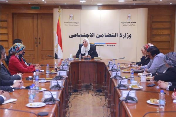 وزيرة التضامن خلال لقائها بوفد من تنسيقية شباب الأحزاب والسياسيين