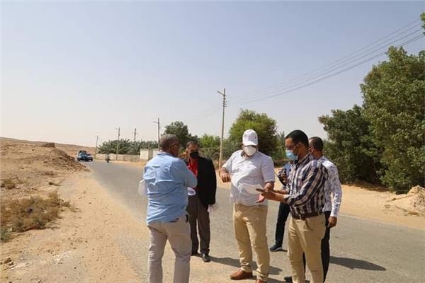 محافظ الوادي الجديد يوجه بإنشاء طريق يخدم مجمع المصالح الحكومية