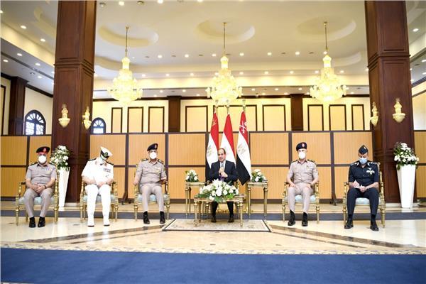 الرئيس السيسى يلتقي كبار قادة القوات المسلحة