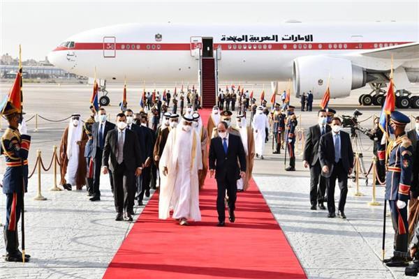 الرئيس عبد الفتاح السيسي خلال لقائه الشيخ محمد بن زايد